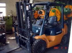 中古TOYOTA製2.5頓柴油堆高機-中古機械買賣