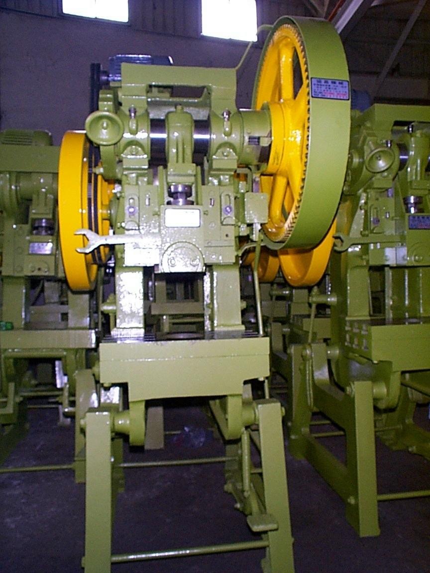 鑄鐵製150貫齒輪式沖床-中古沖床買賣